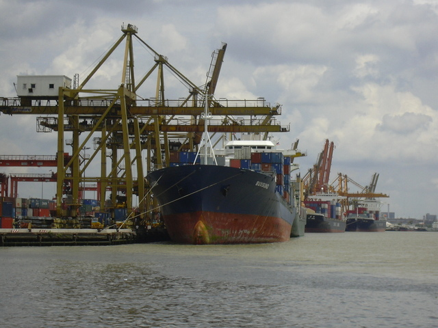 container-vessel-02-1516307-640×480