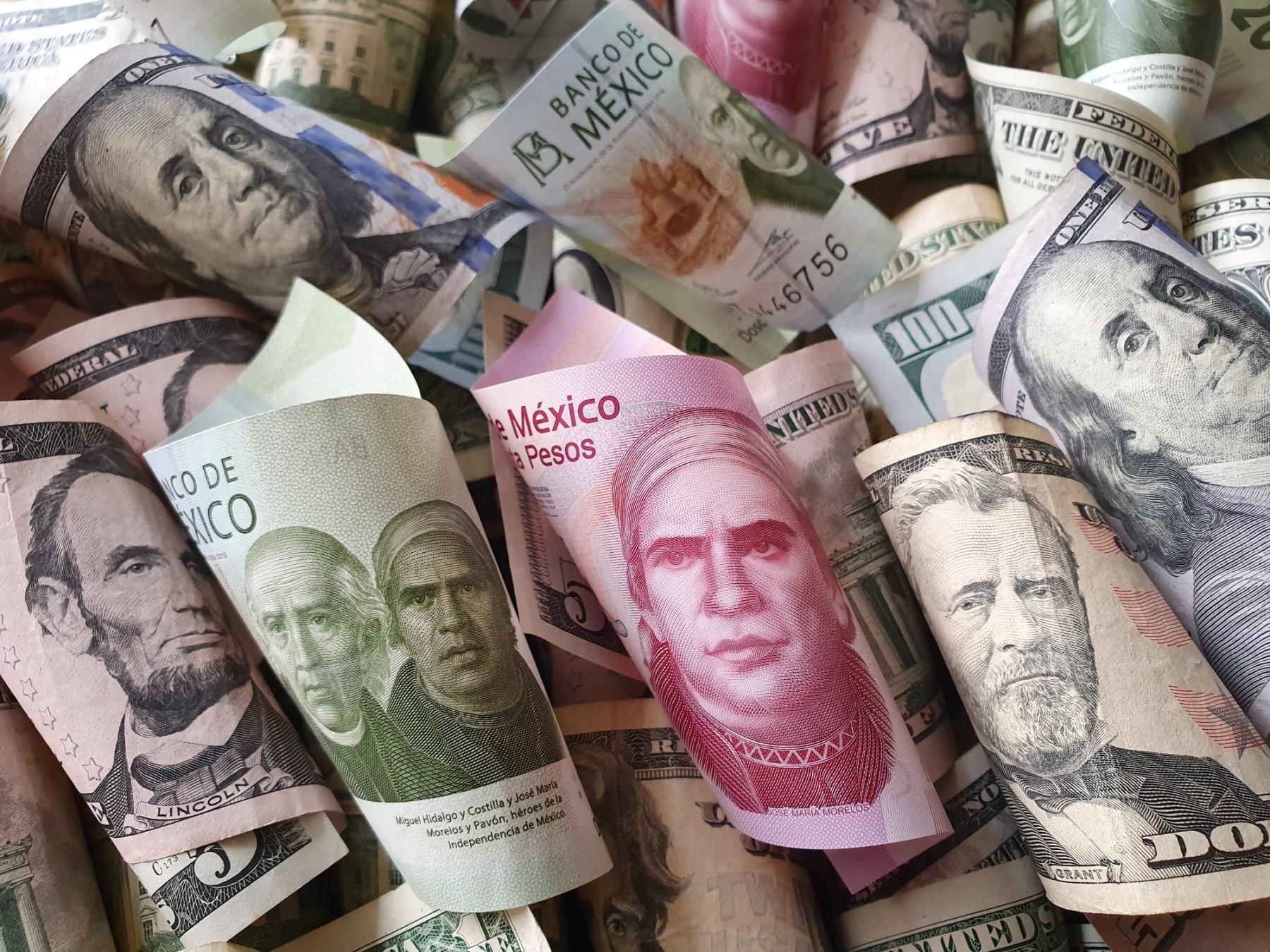 dinero billetes mxn usd dolar peso expansion getty istock